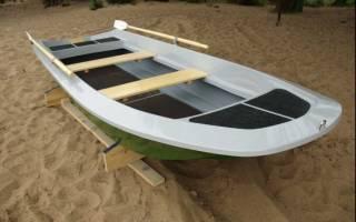 Лодка моторная пластиковая