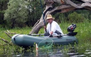 Рыбалка с лодки на реке